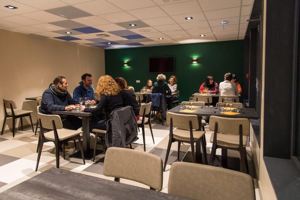 Apernet-la tete à l'envers-snack-et-restaurant7